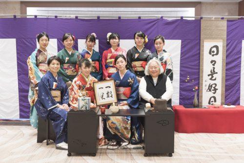 茶道部による「卒業記念謝恩茶会」を開催しました