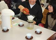 4年次:お茶のソムリエに教わる「おいしいお茶の淹れ方講座」
