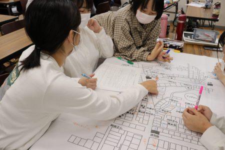看護学科「地域組織協働論」演習 ~支え合いマップ作り~