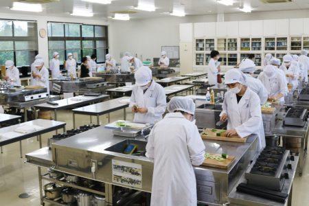 「調理技術コンテスト」を開催