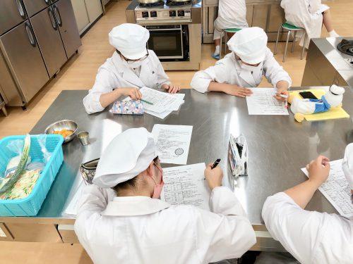 食物栄養専攻(2年次後期)の授業紹介「応用調理学実習2」
